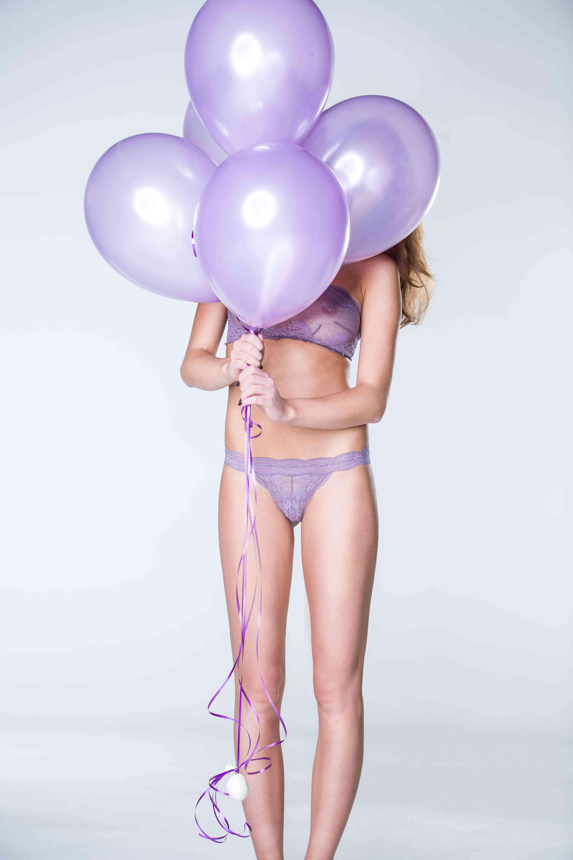 Model: Veronika Foto: Thomas Tutsch H&M: Christina Bassal Schmuck: Nina Athanasiou