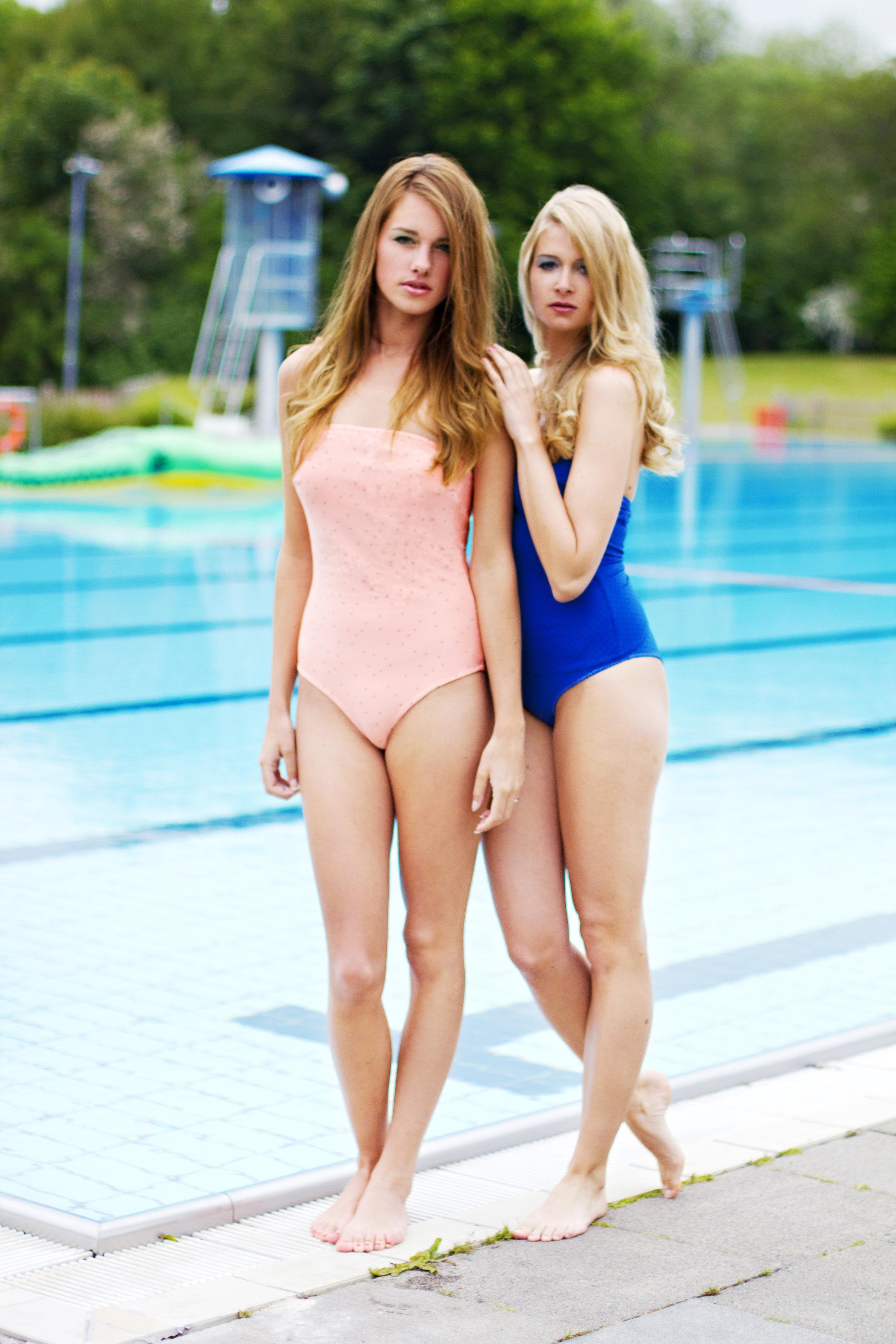 Badeanzüge Pink Flamingo und Petrolblau Foto Mandy Matzke Model im Pink Flamingo: Jana Esiew
