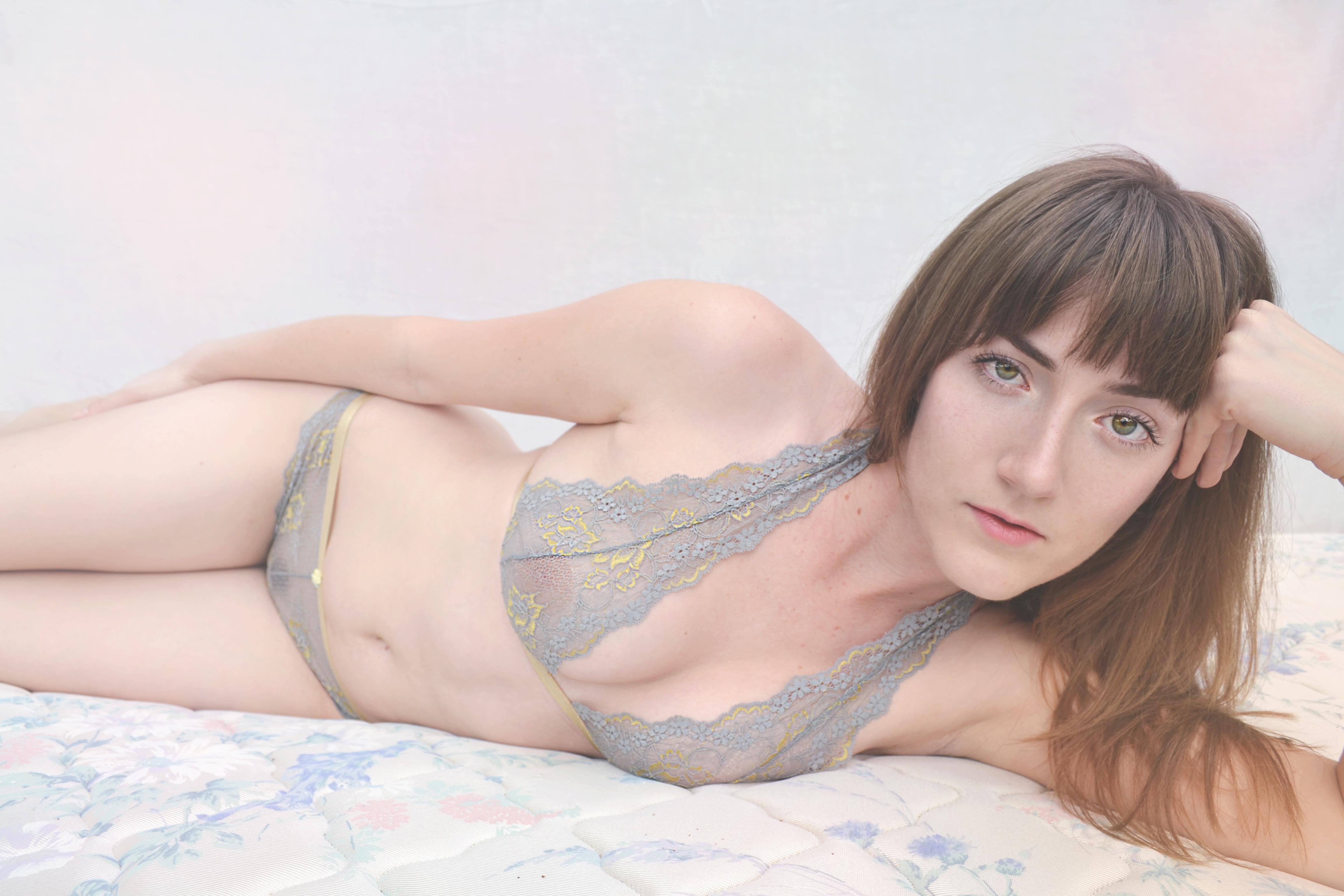 zartes Veilchenblau Foto: Stephanie Sexton Model: Hannah Barrens
