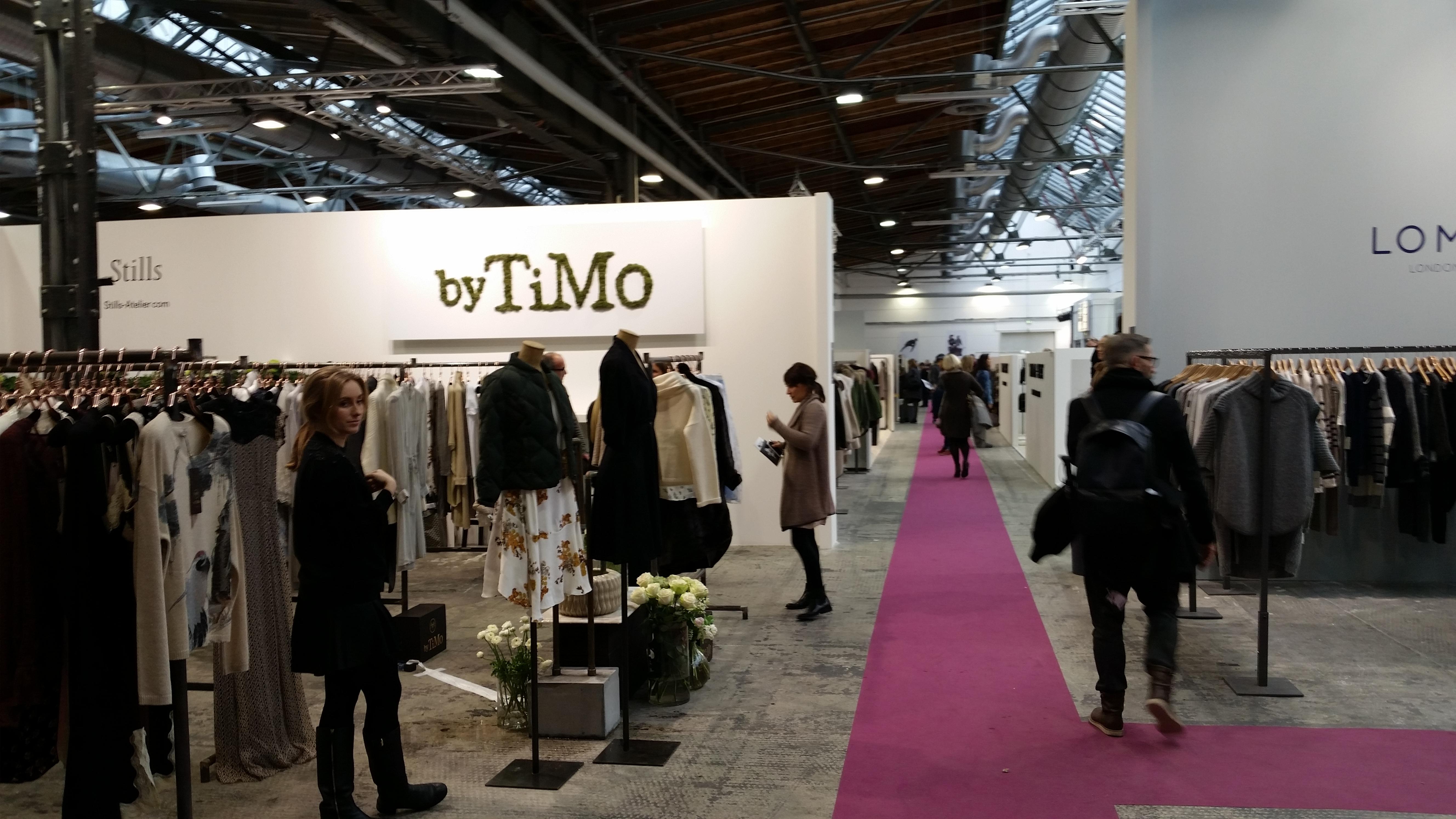 Die internationale Modemesse PREMIUM in Berlin findet jedes Jahr statt und stellt auf einem Gelände von 33.000m2 rund 1.000 Marken vor. Hier ist man dann als Einkäufer unterwegs. Quelle:https://www2.premiumexhibitions.com/visitors/