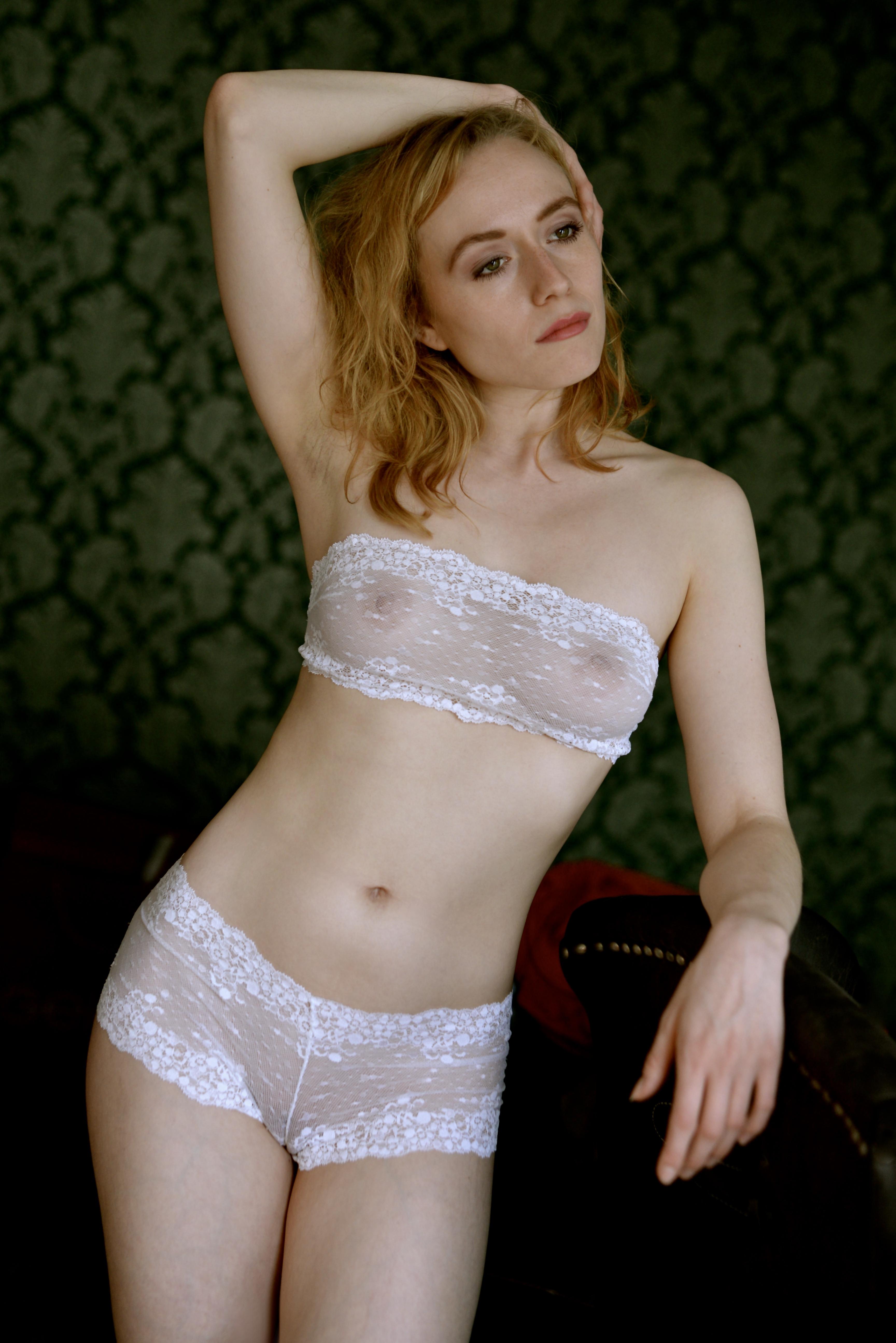 Sexy Frauen In Durchsichtiger UnterwäSche